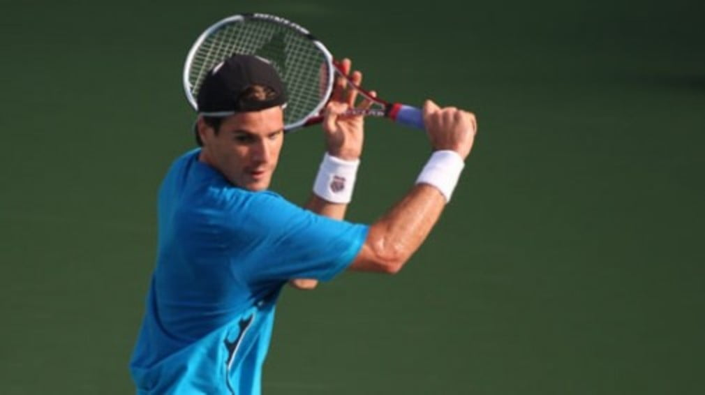 Tommy Haas and Gilles Simon were the early winners on day two of the Rogers Cup Toronto Masters.