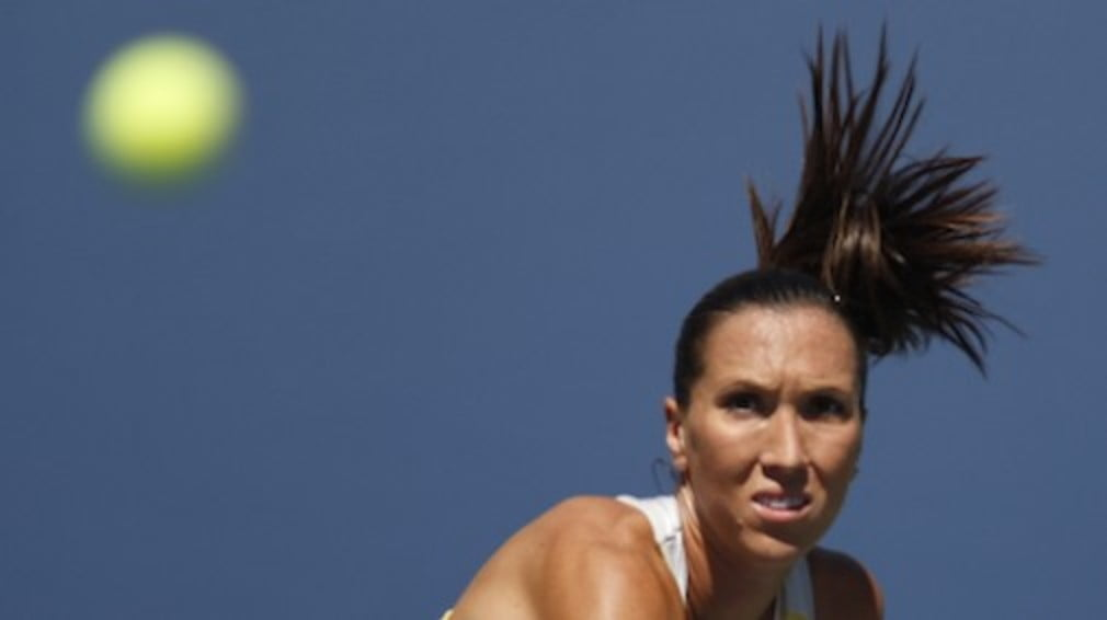 Jelena Jankovic will be world No.1 again next Monday after Serena Williams loses to Chinas Li Na in Stuttgart.
