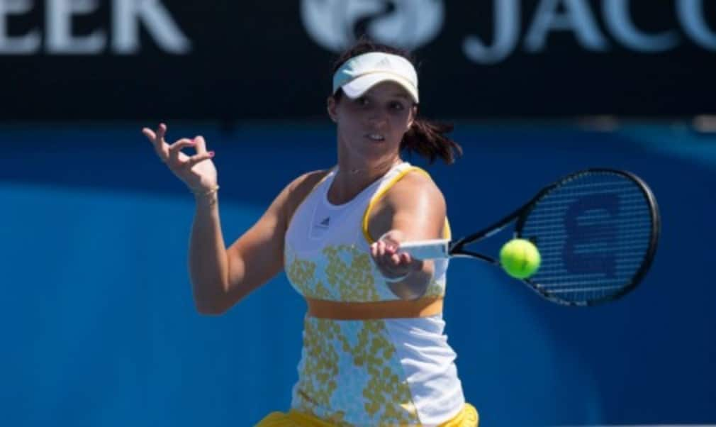 Sam Stosur avoided a humiliating first-round defeat at the Australian Open as British interest in the womenŠ—Ès draw ended on the opening day with defeats for Laura Robson and Heather Watson