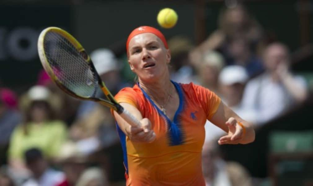 Former French Open champion Svetlana Kuznetsova overcame fifth seed Petra Kvitova 6-7(3) 6-1 9-7 in an enthralling contest to advance to the fourth round at Roland Garros