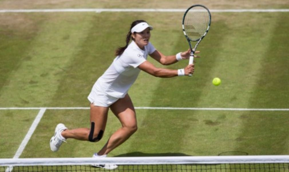 Li Na says she is not looking beyond her next match after an impressive second-round win but Victoria Azarenka was beaten at Wimbledon on Wednesday