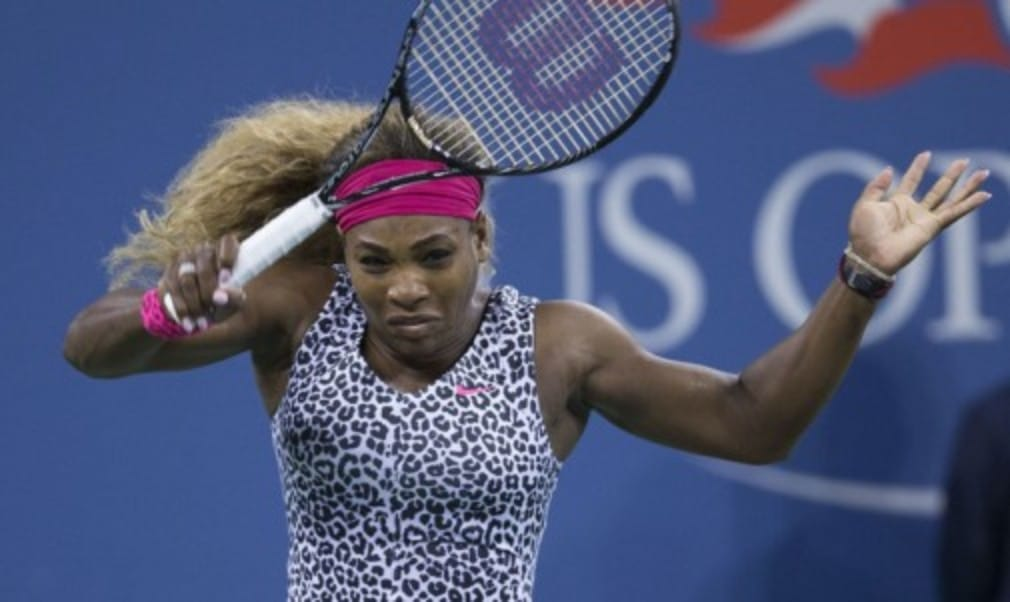 Top seeds Novak Djokovic and Serena Williams booked their semi-final berths at the US Open