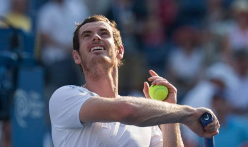 Andy Murray climbed back into the worldŠ—Ès top 10 after winning his first silverware in nearly 15 months at the inaugural Shenzhen Open