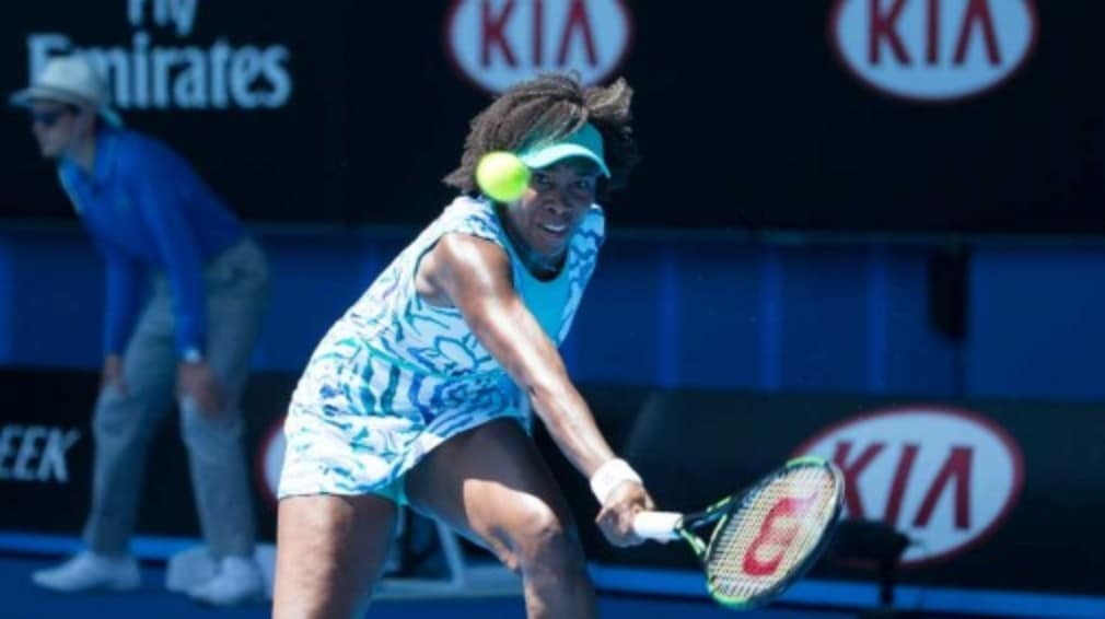 Venus Williams earned her place in the last 32 with a 6-2 6-3 defeat of her compatriot Lauren Davis