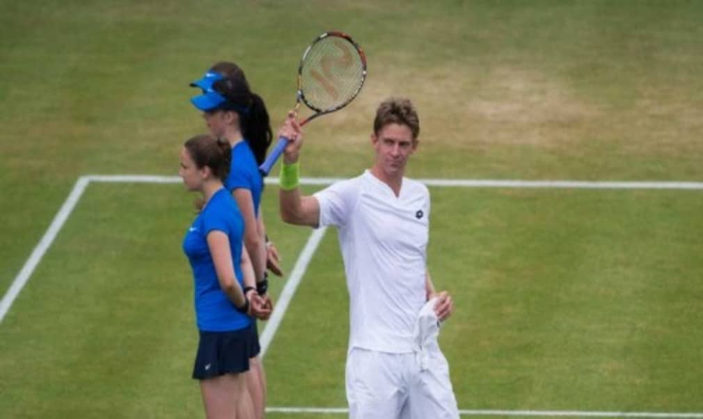 Kevin Anderson defeated Gilles Simon 6-3 6-7 (6) 6-3 at Queens Club on Saturday to reach his first grasscourt final