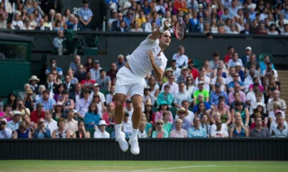 Roger Federer produced one of the finest performances of his career to beat Andy Murray in straight sets to set up a final rematch with defending champion Novak Djokovic