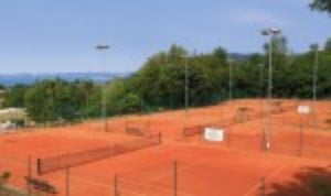 A beautiful resort nestled among the vineyards on the banks of Lake Garda with six beautiful clay courts. WhatŠ—Ès not to like?