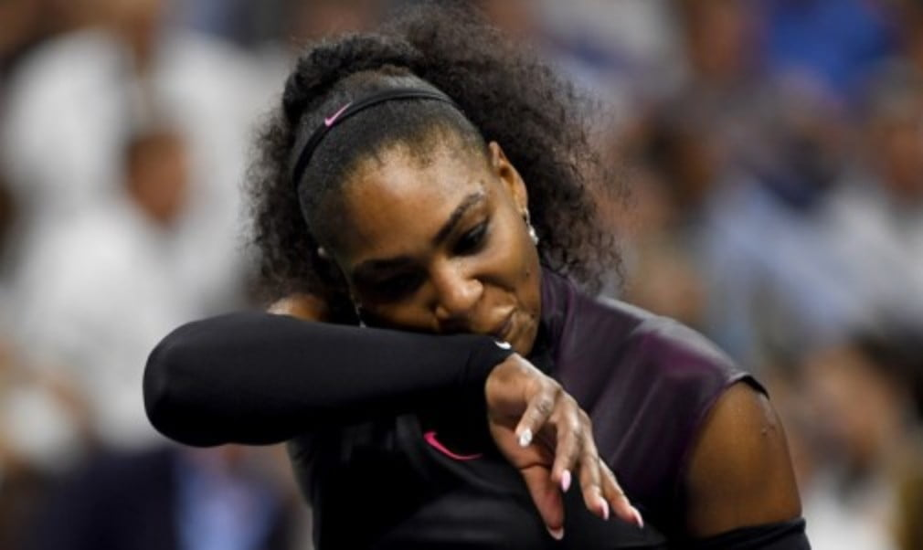 Serena WilliamsŠ—È hopes of returning to the top of the world rankings will have to wait after the 22-time Grand Slam champion pulled out of Wuhan and Beijing with a shoulder injury