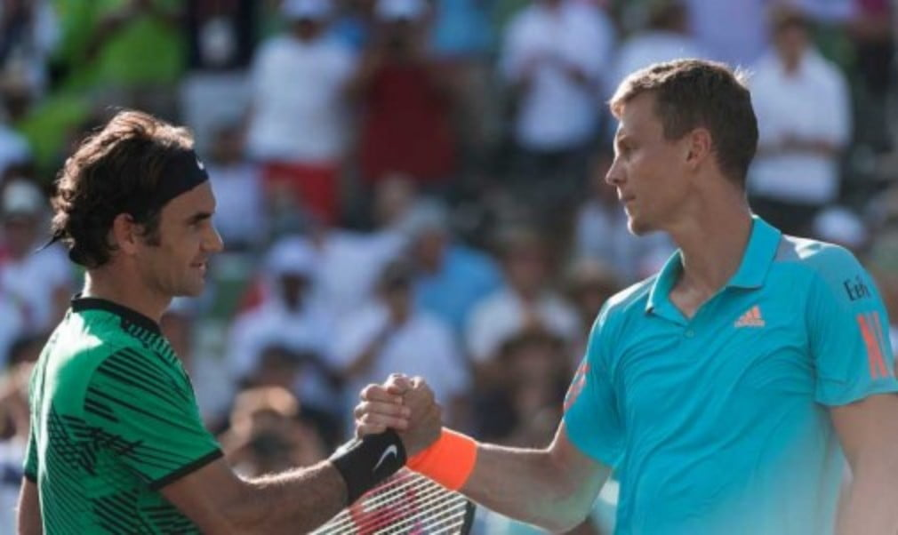 Roger Federer remained on course for the Sunshine Double after a hard fought victory at the Miami Open