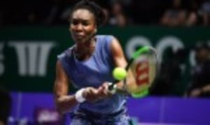 Venus Williams showed tremendous fighting spirit as she defeated Garbine Muguruza 7-5 6-4 to take her place in the semi-finals of the BNP Paribas WTA Finals in Singapore