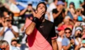 Juan Martin del Potro notched a 13th consecutive victory as he swept past Kei Nishikori 6-2 6-2 in the third round of the Miami Open
