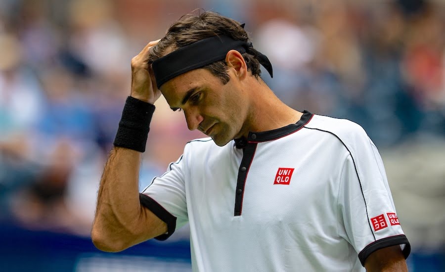 Roger Federer US Open 2019 holds head