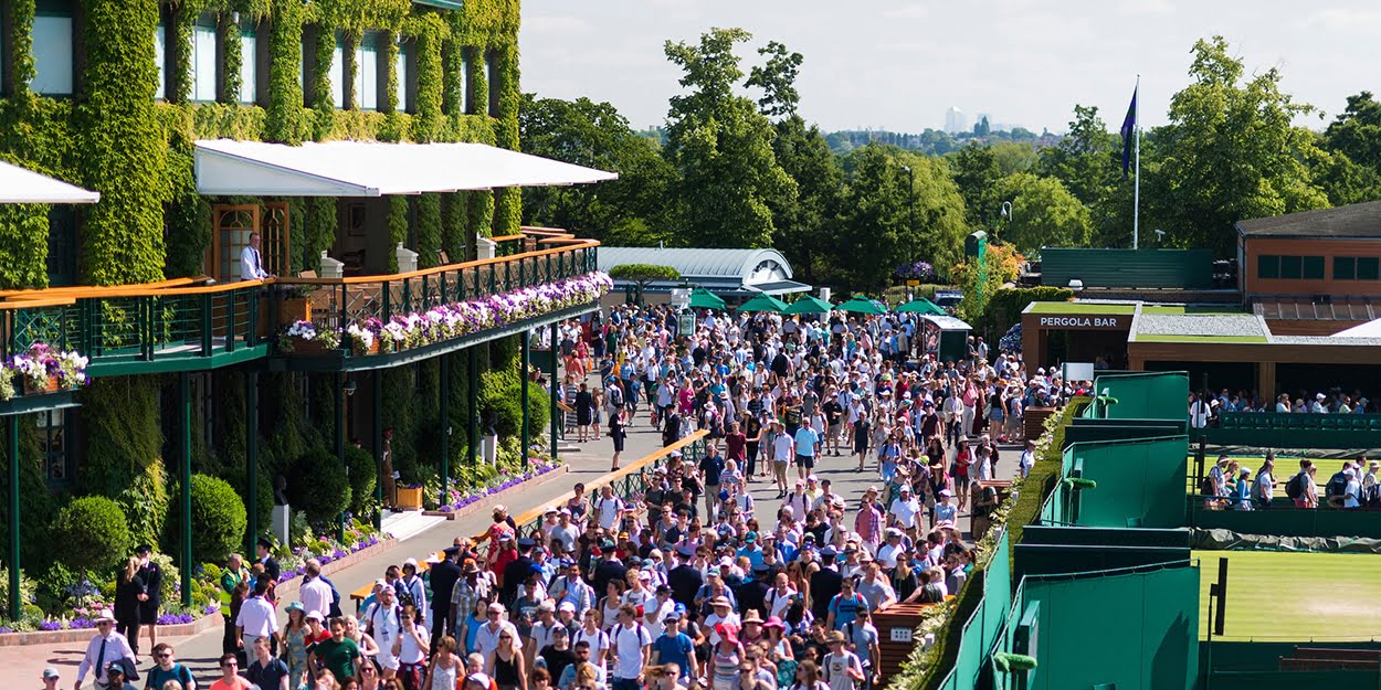 Wimbledon outside crowds