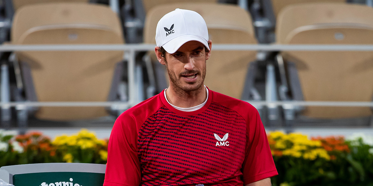 Andy Murray dejected at Roland Garros