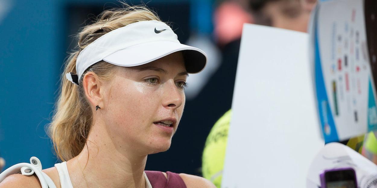 Maria Sharapova signs autographs