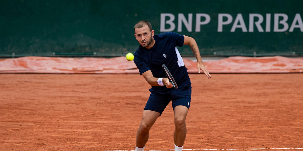 Dan Evans plays forehand at French Open 2020