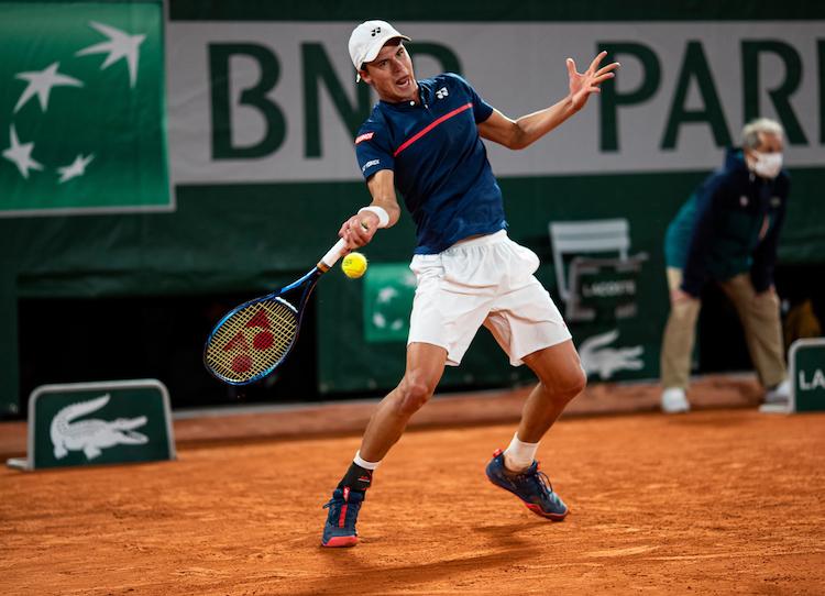 Daniel Altmaier plays a forehand at Roland Garros 2020