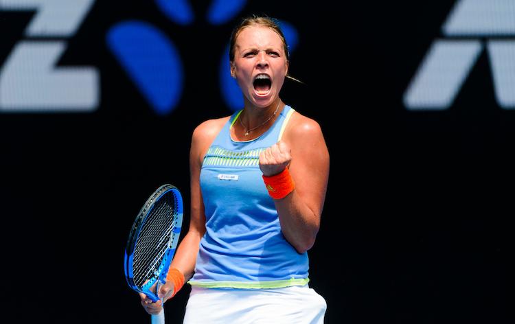 Anett Kontaveit screams with determination at the 2020 Australian Open