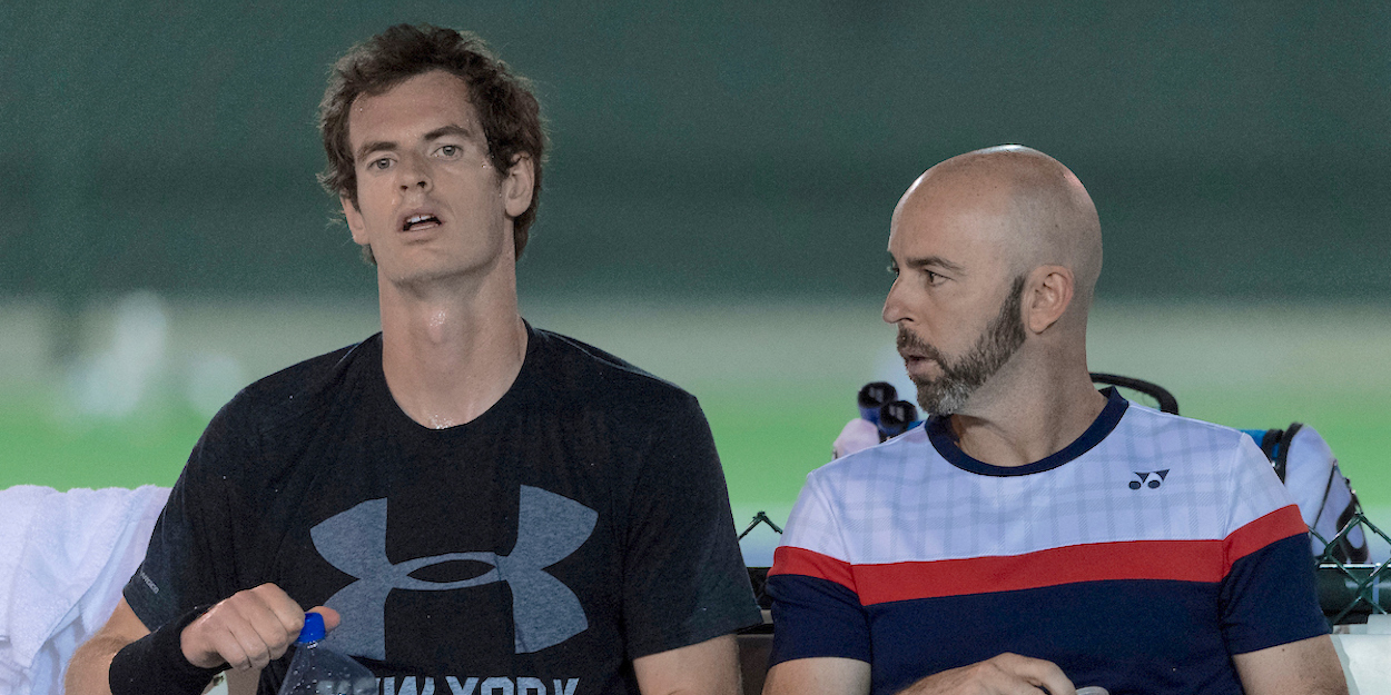 Andy Murray receives on court coaching from Jamie Delgado