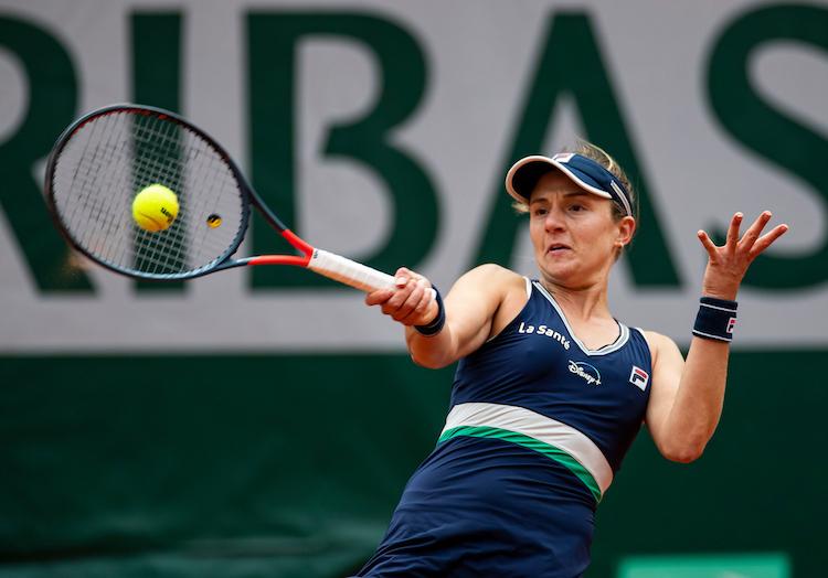 Nadia Podoroska struggles to hit a forehand at Roland Garros 2020