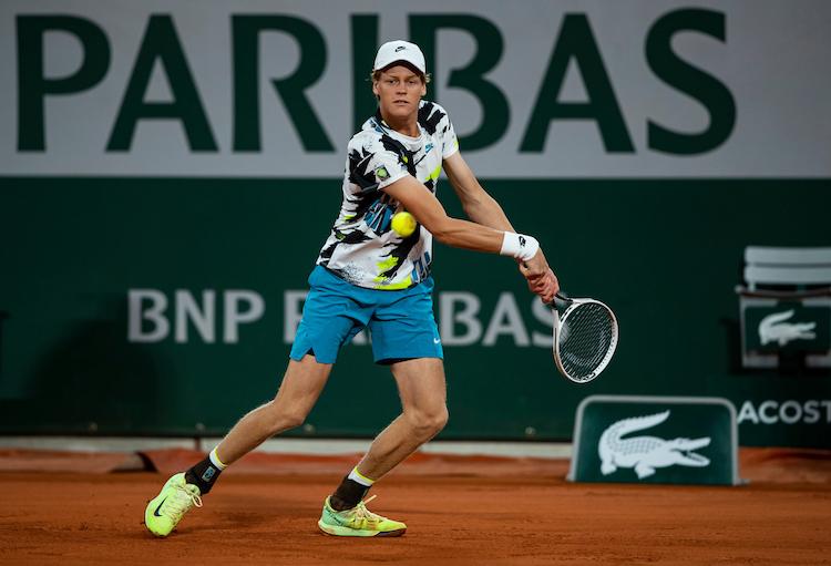Jannik Sinner drives a backhand at Roland Garros 2020