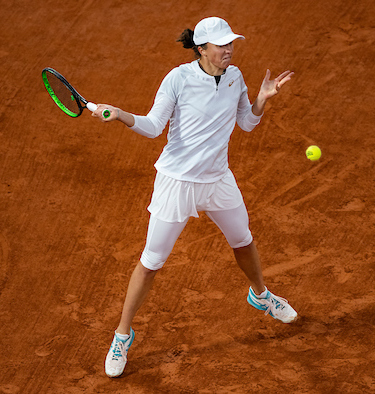 Iga Swiatek drives a forehand on her way to the title at Roland Garros 2020