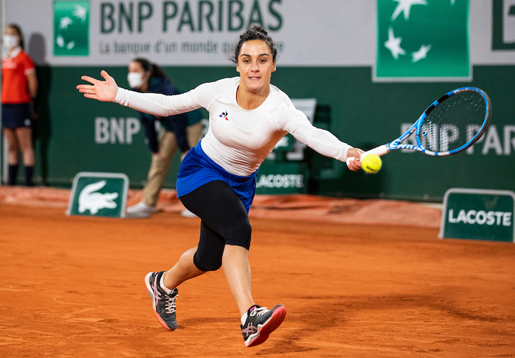 Martina Trevisan stretches for a forehand at Roland Garros 2020