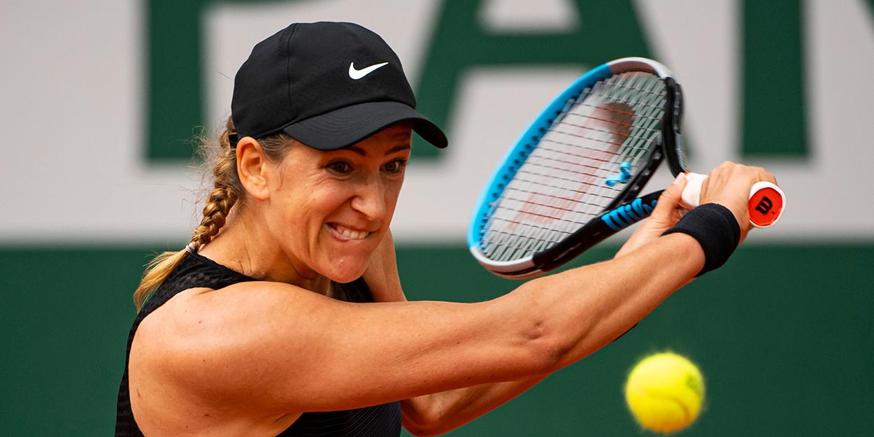 Victoria Azarenka backhand French Open