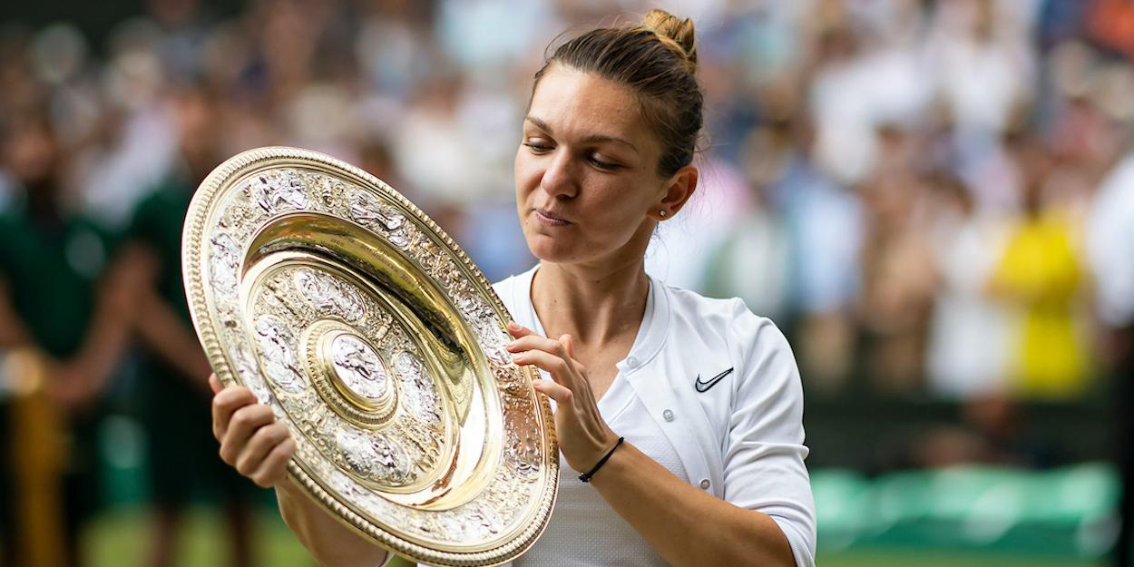 Simona Halep Wimbledon trophy 2019