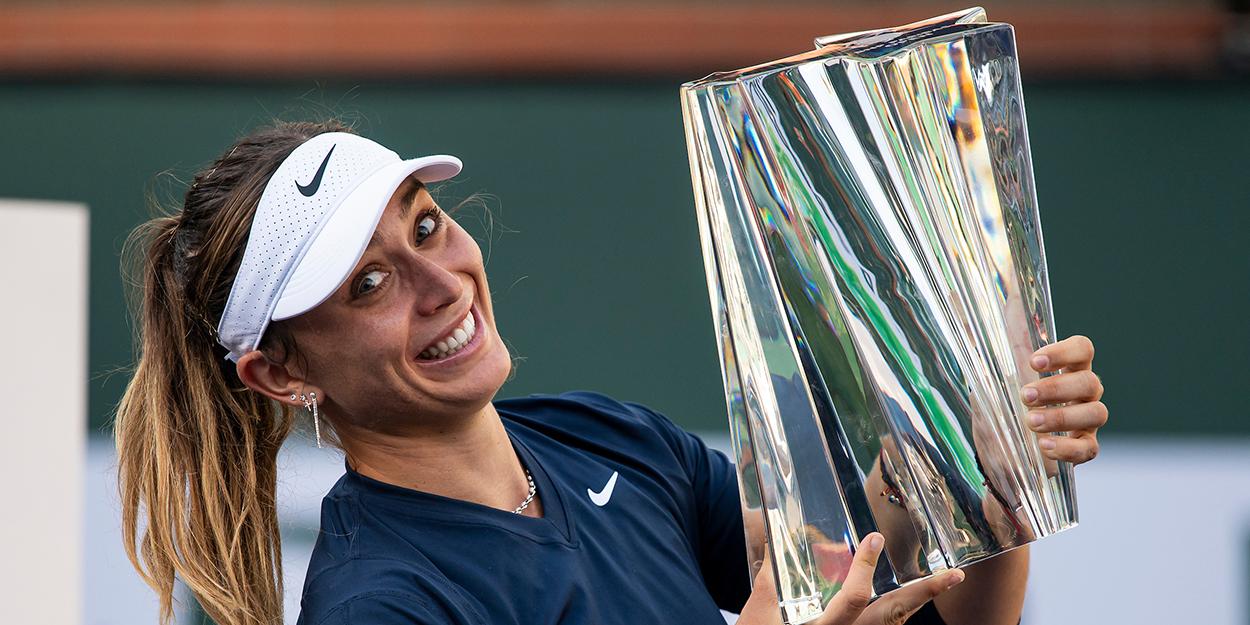 Paula Badosa with Indian Wells trophy
